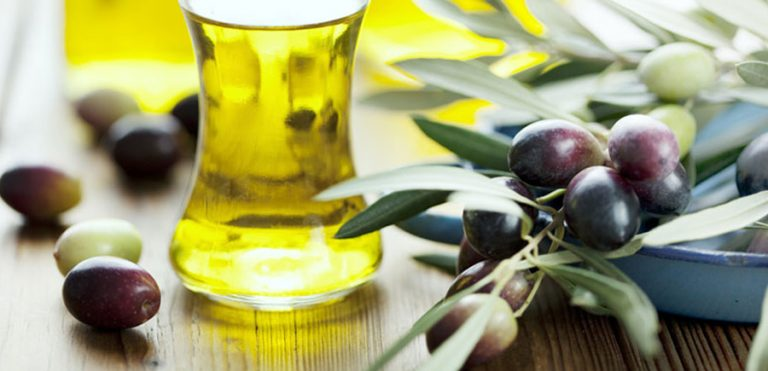 Can Jojoba Oil Help Treat My Acne? How Does It Work?